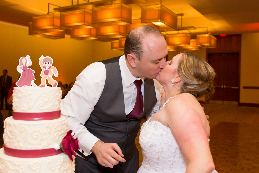 Bride and groom kiss after cutting their wedding cake from Crumbles Cake Co, Gainesville Virginia | Best Wedding Cakes in Northern Virginia