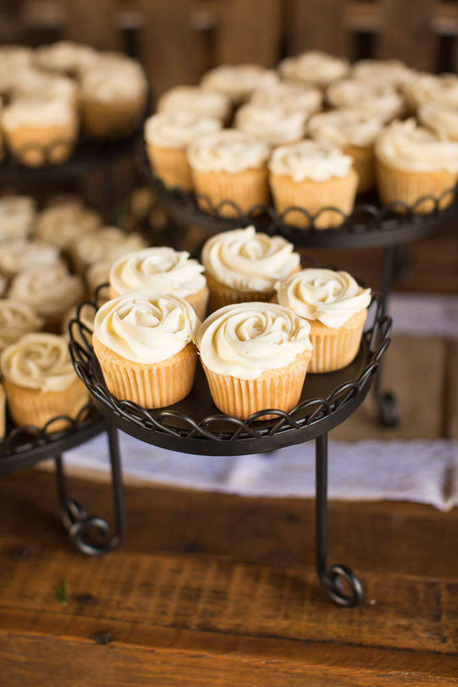 Wedding cupcakes from Eloise's Pastries in Warrenton, Virginia | Best bakeries in Warrenton, VA