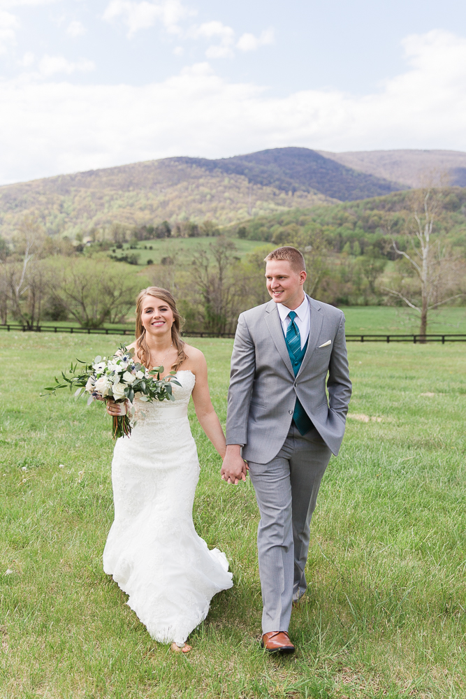 Wedding photo at King Family Vineyards with the view of the Blue Ridge Mountains | Crozet Wedding Photographer