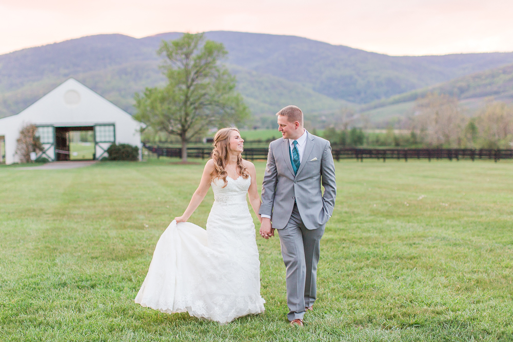Wedding photos with sunset over the Blue Ridge Mountains at King Family Vineyards | Candid and natural wedding photographer in Crozet, Virginia | Megan Rei Photography