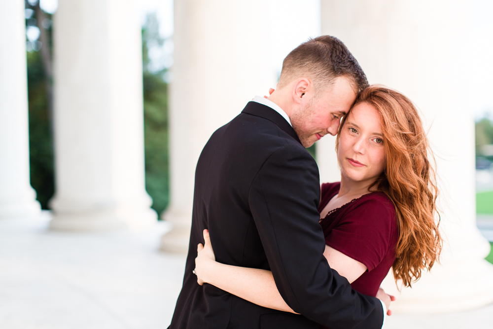 Engagement pictures at the Jefferson Memorial