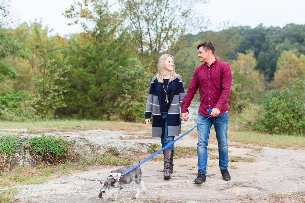 Dog-friendly hike in Fredericksburg, VA along the river