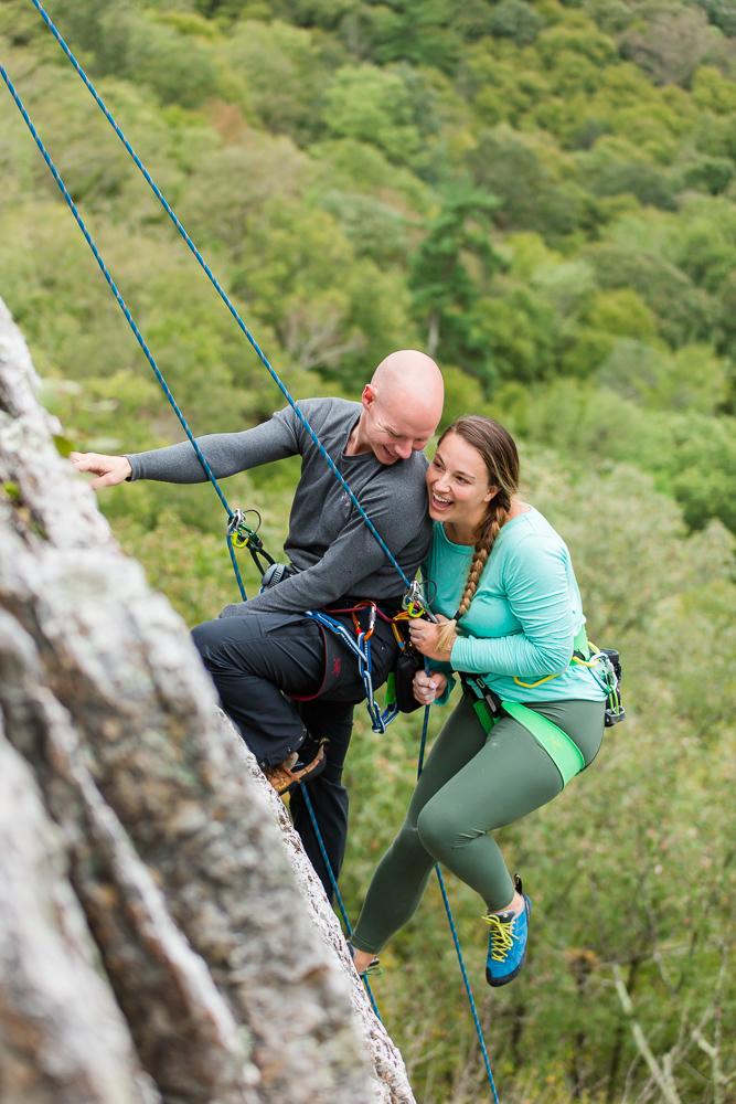 Rock climbing engagement picture inspiration | Fun ideas for climbing engagement photos in Northern Virginia