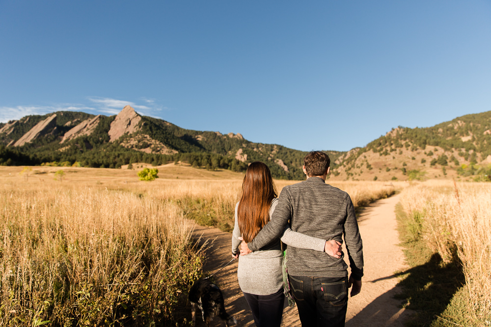 Adventurous couple hiking at the Flatirons of Chautauqua Park in Boulder, CO | Best photo locations in Colorado