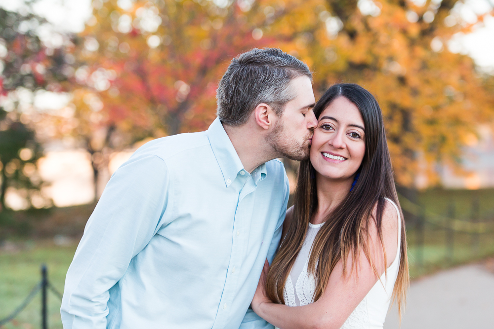 Engagement pictures with fall colors in Washington, DC | Tidal Basin engagement photos