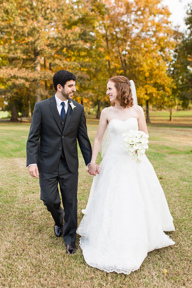 Fall wedding photos at Lost Creek Winery in Leesburg