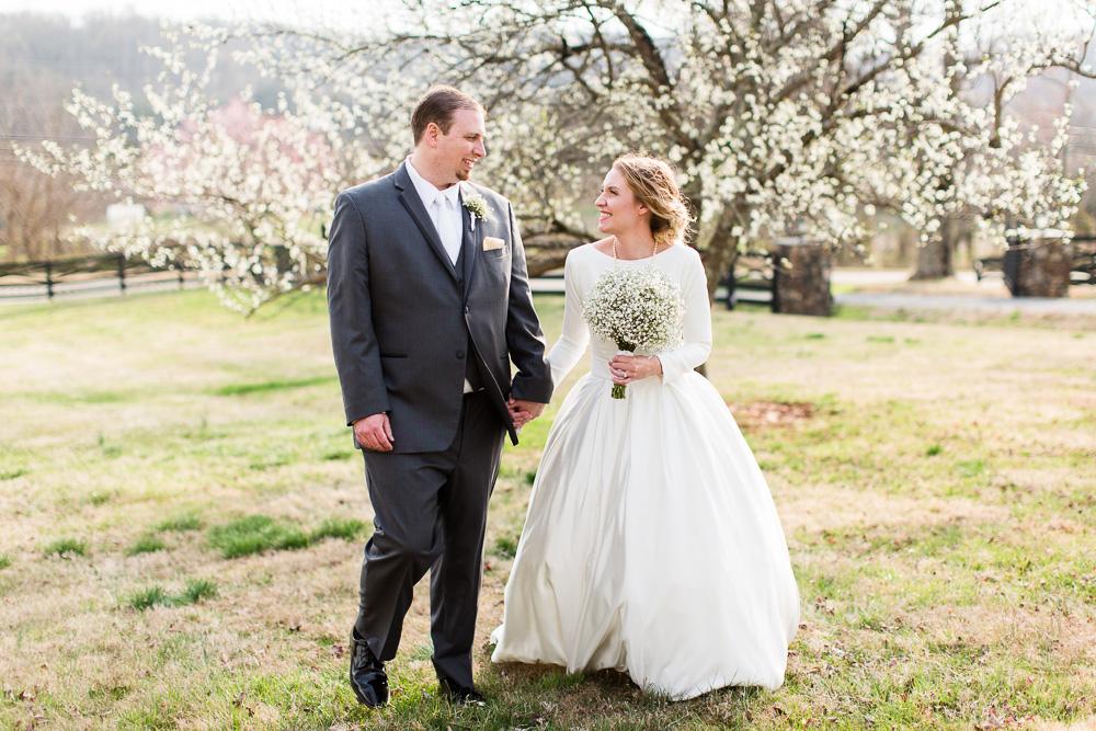 Spring wedding photos at Black Horse Inn in Warrenton, Virginia