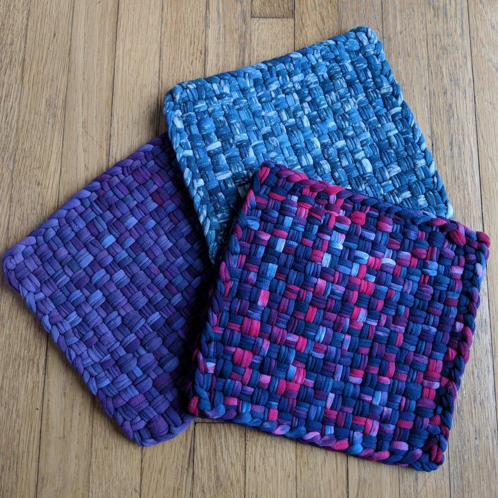 September 29 : T-shirt Yarn Trivet Weaving