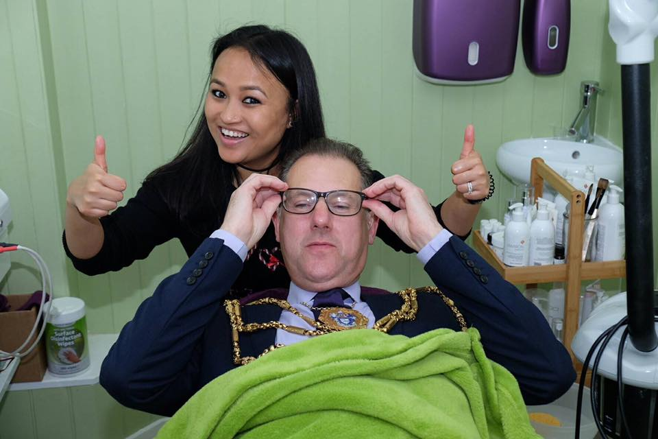 mayor-brighton-having-facial.jpg