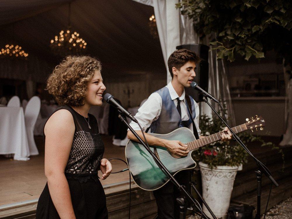 Hast du einen Verlobungsring am Finger und suchst noch Musiker für den schönsten Tag?  Melde dich doch