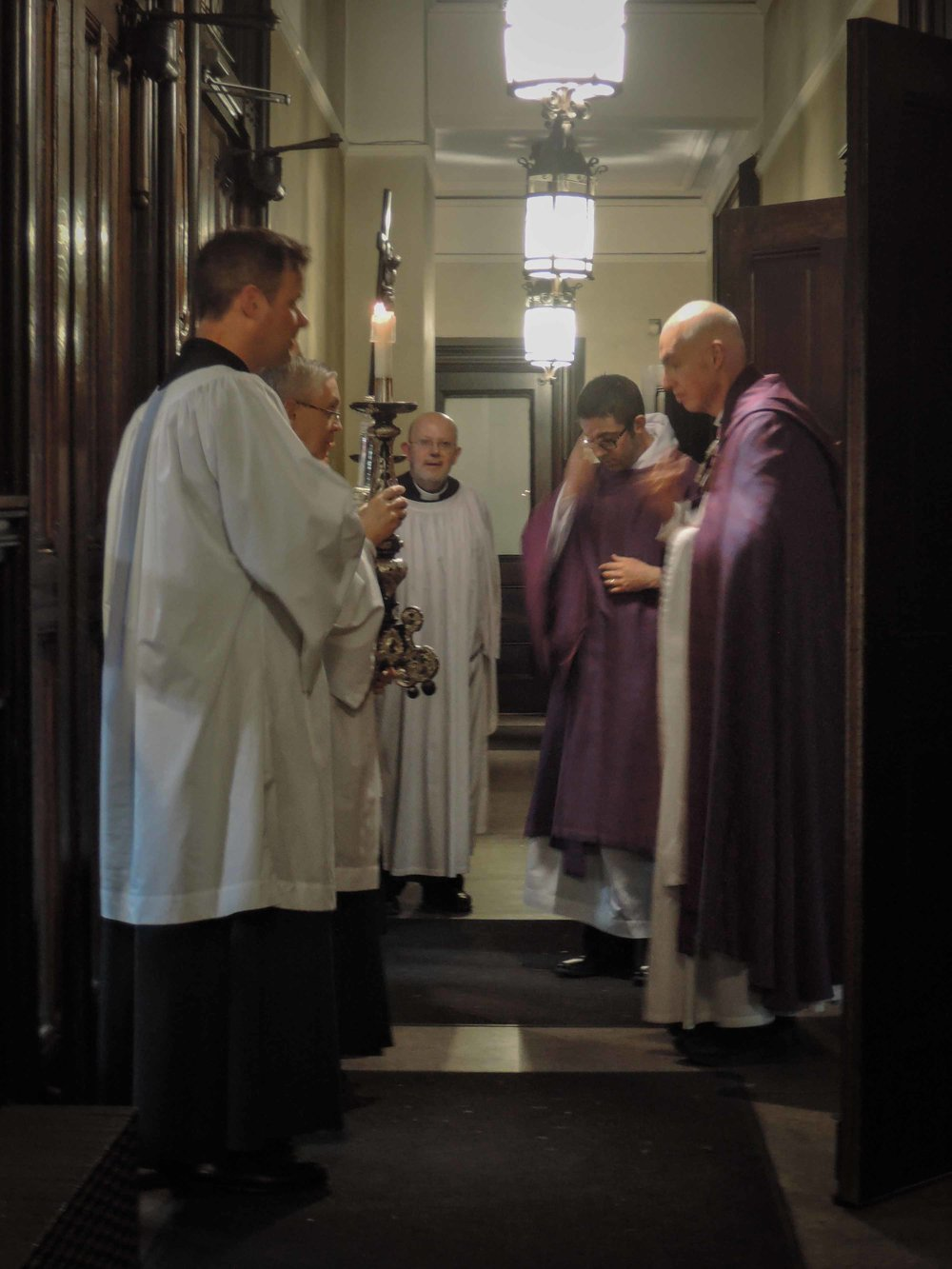 A final prayer in the narthex after Evensong & Benediction.