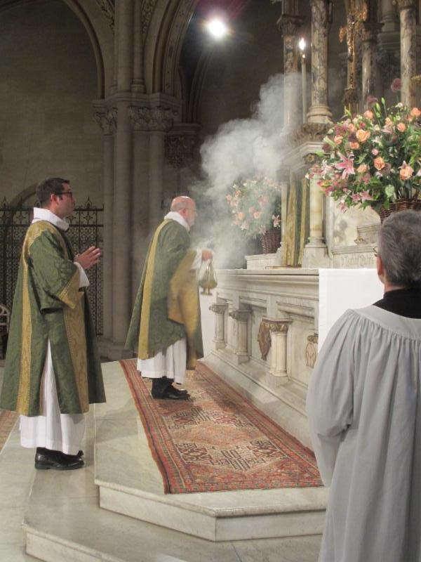 The offering of incense during Glory to God in the highest begins.
