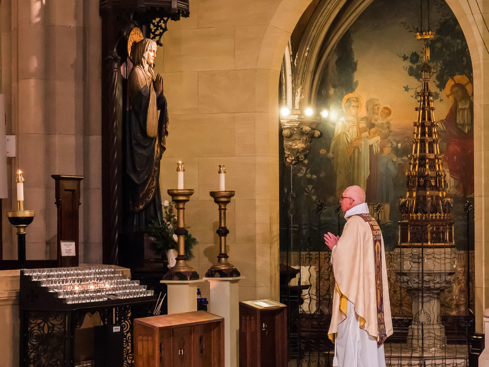 The Rector prays the Angelus before the Solen Mass on December 8.  Photo by Ricardo Gomez