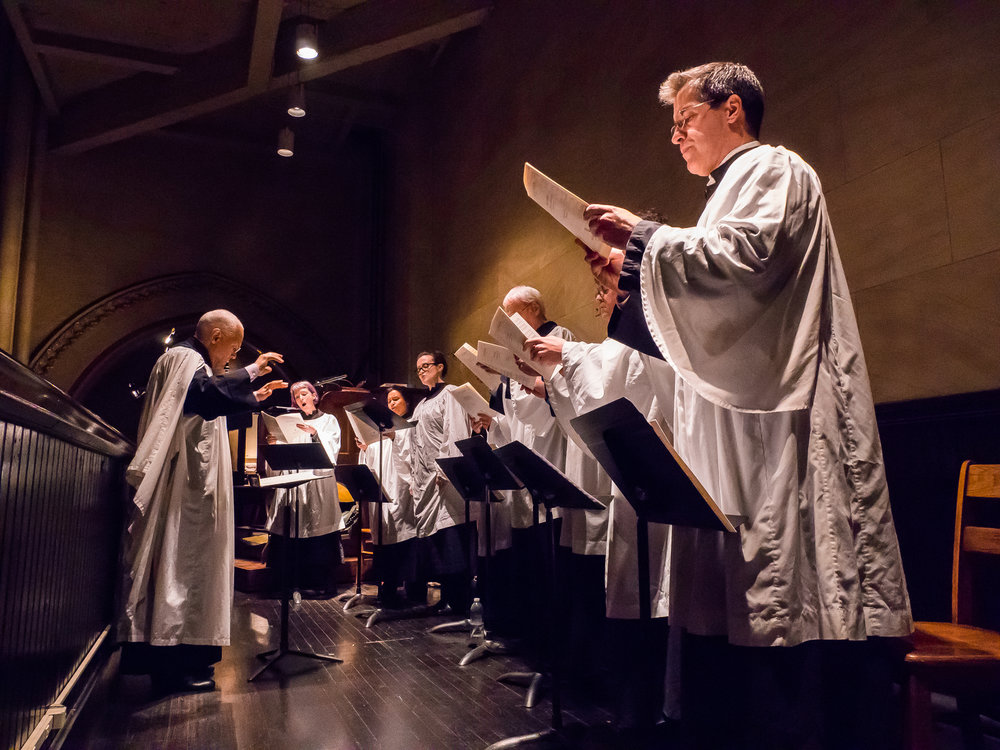 Dr. Hurd and the parish choir at the Christmas Day Solemn Mass    Photo by Ricardo Gomez
