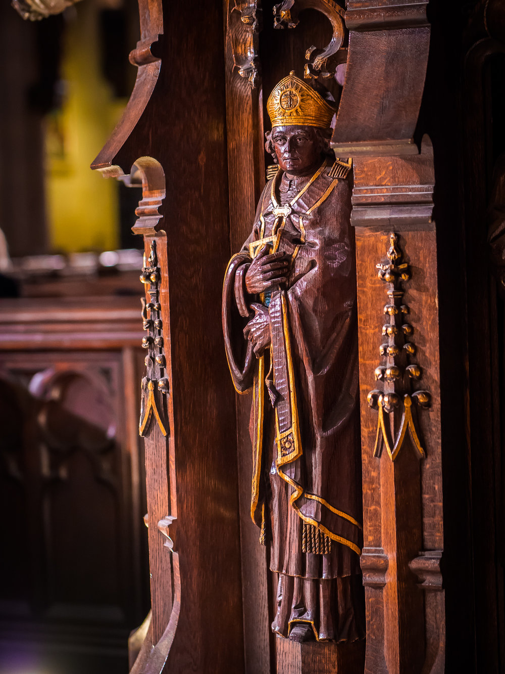 Bishop Samuel Seabury (1729-1796) on the pedestal of the pulpit.    Carved by Johannes Kirchmayer (1860-1930).   Photo by Ricardo Gomez
