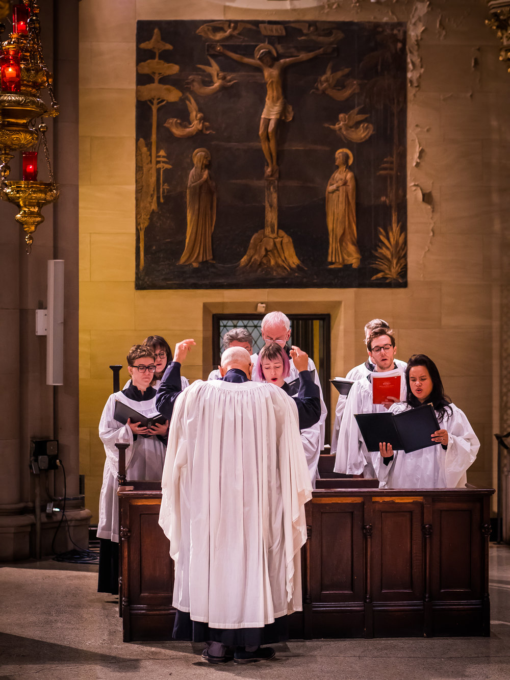 The choir and sings from the chancel during Lent.   Photo by Ricardo Gomez