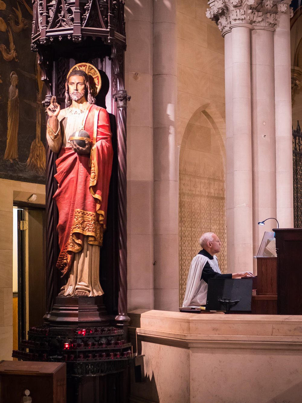 Dr. Hurd plays a prelude before Solemn Mass begins.  Photo by Ricardo Gomez