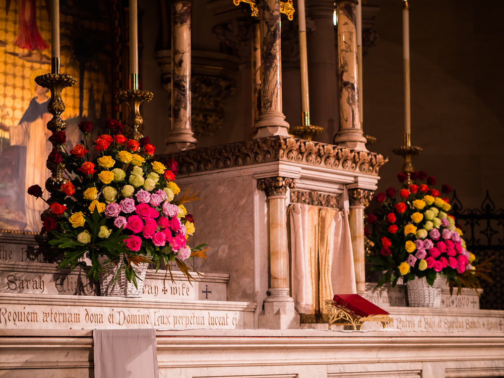 The Altar Flowers for Sunday, June 24, 2018, for the Feast of the Nativity of Saint John the Bapti   Photo by Ricardo Gomez