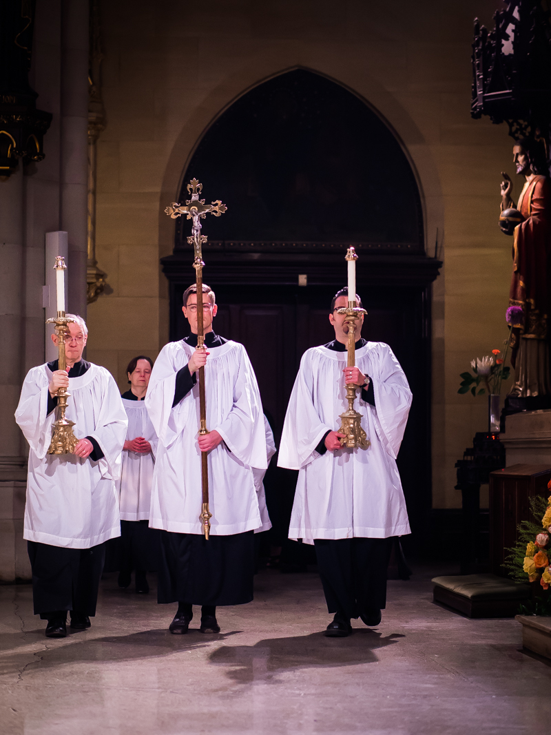 The crucifer and acolytes at the entrance, after the thurifer has entered the chancel.    Photo by Ricardo Gomez
