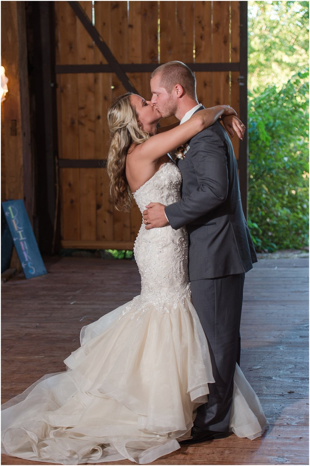 Hannah Leigh Photography Blue Hound Farm Wedding_1740.jpg