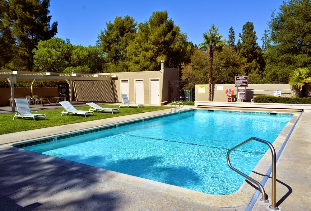 Pool from bbq.jpg