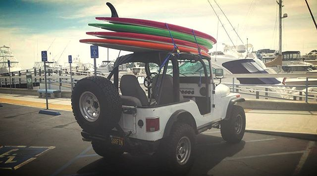 our friends @paddleboardnewportbeach will bring the boards to you when you rent with us! #sailboatcharters #boatbnb #sailboatairbnb #newportbeach