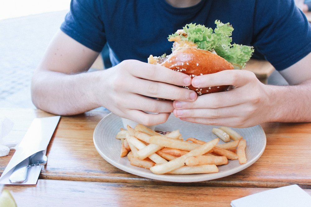 mindful eating, mindfulness, how to incorporate more mindfulness into meals, research in mindful eating, research in distracted eating