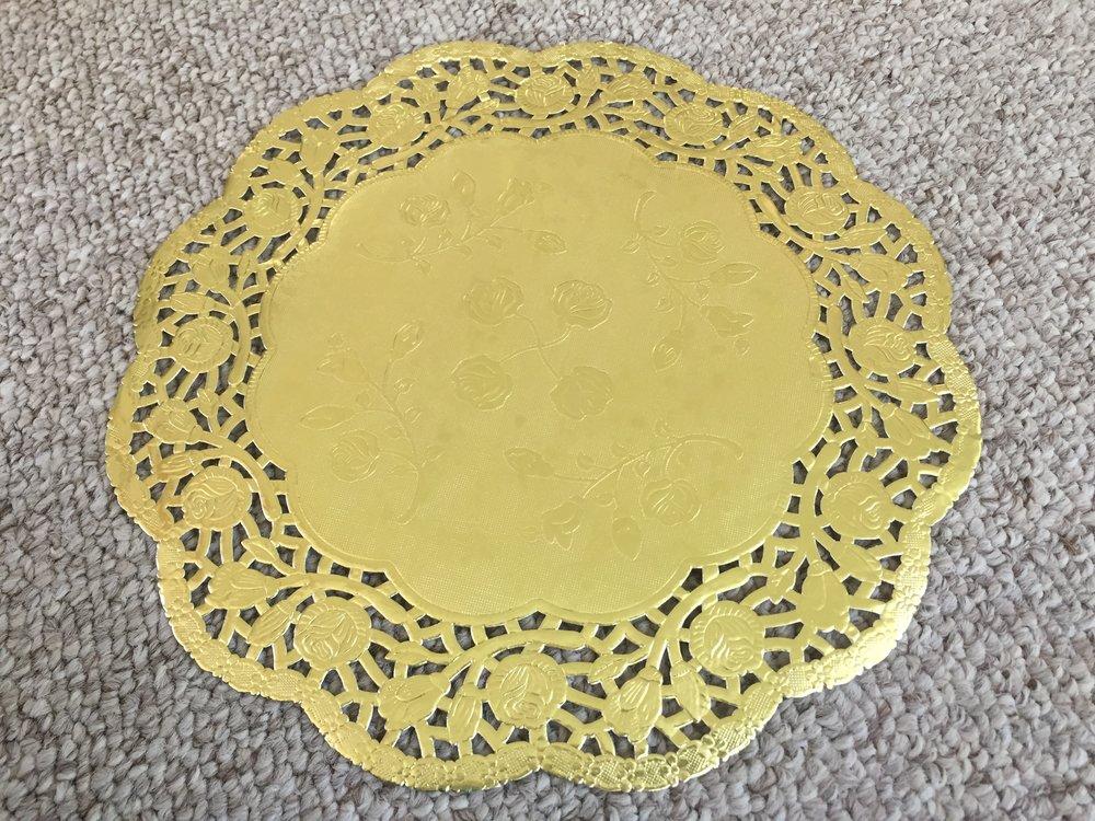 D8: Large Gold Doilies
