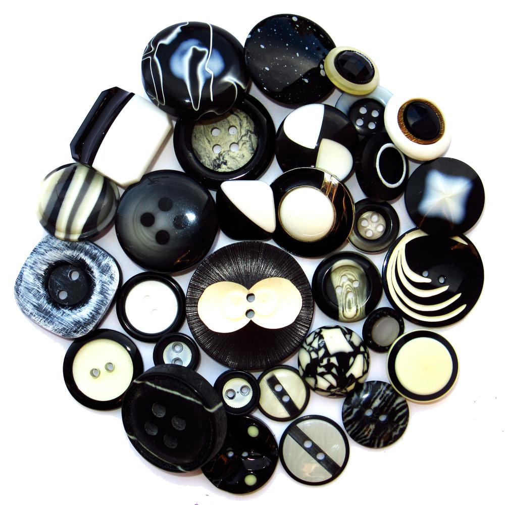Boutons noirs et blancs