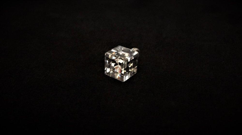 Bouton cube en cristal swarvaski
