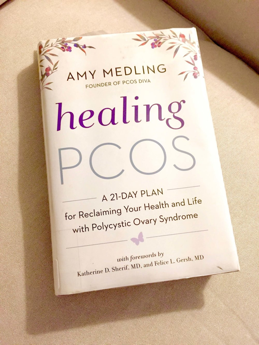 Healing PCOS Book Review // PCOS Diva Healing PCOS // How to heal Polycystic Ovary Syndrome // Healing PCOS Naturally // PCOS Resources // Books about PCOS |  PCOSLiving.com  #pcos #bookreview