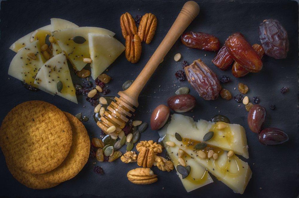 10 best snacks for PCOS // PCOS Snack Ideas // PCOS Weight Loss // 10 PCOS Friendly Snack Ideas // PCOS Friendly Snacks |  PCOSLiving.com  #pcos #lowcarbsnacks