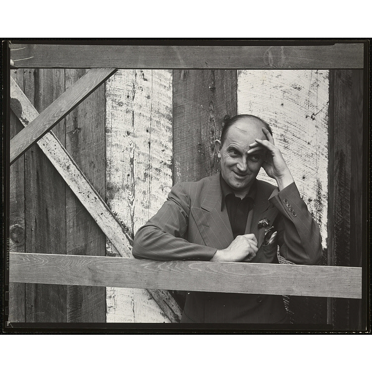 1943 portrait of Ansel Adams by Edward Weston. Gelatin Silver Print, 19.2 x 24.5cm. From the Collection of the National Portrait Gallery, Smithsonsian Institution.