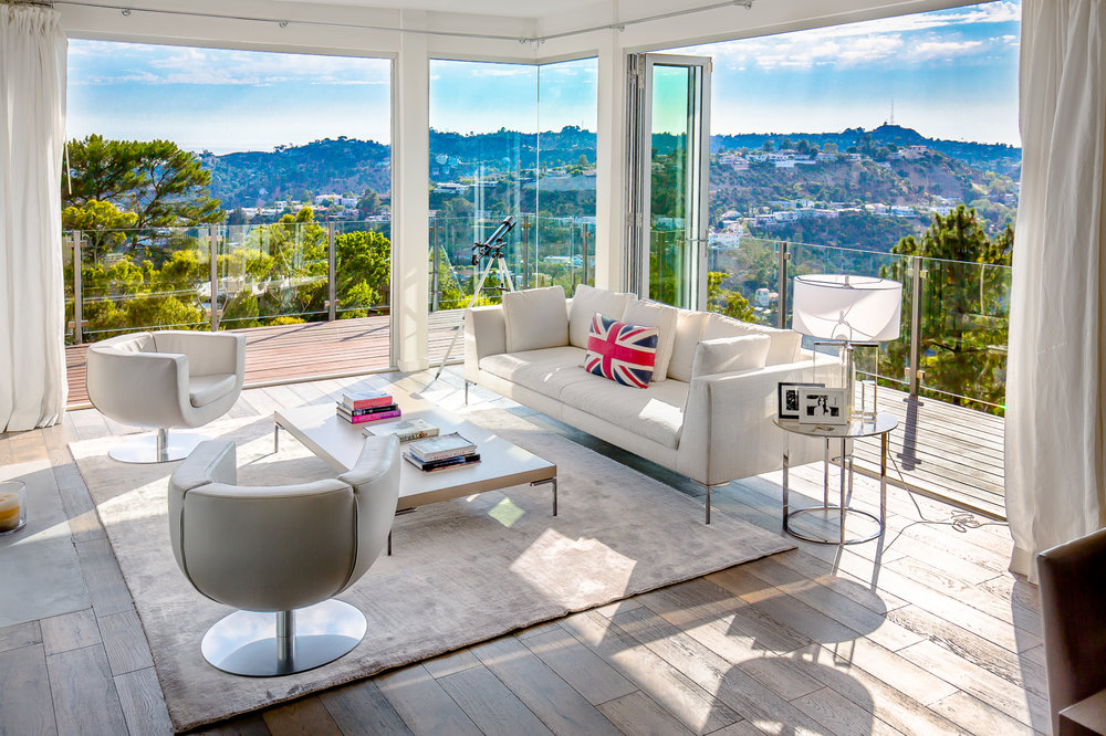 LOS ANGELES  2425 Solar Drive