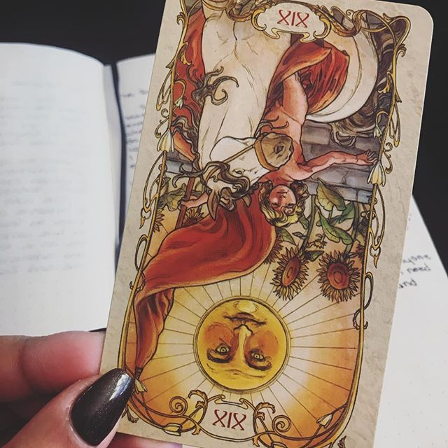 If you're experiencing a setback, so soon in the new year, it's ok! The Universe is reminding you - If you always do what you always did, you'll always get what you always got. You must remember it is important to make real changes and give it time to become a new habit. The Sun is always a strong, positive card so know you are only experiencing a delay, and not a full stop. 💕🌙✨ #thesun #positivity #changeforthebetter #shinebright #poweron