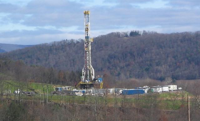 fracking-rig.png