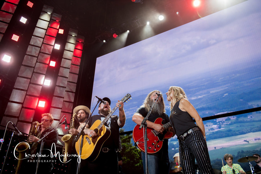 Sheryl crow and other singers on stage