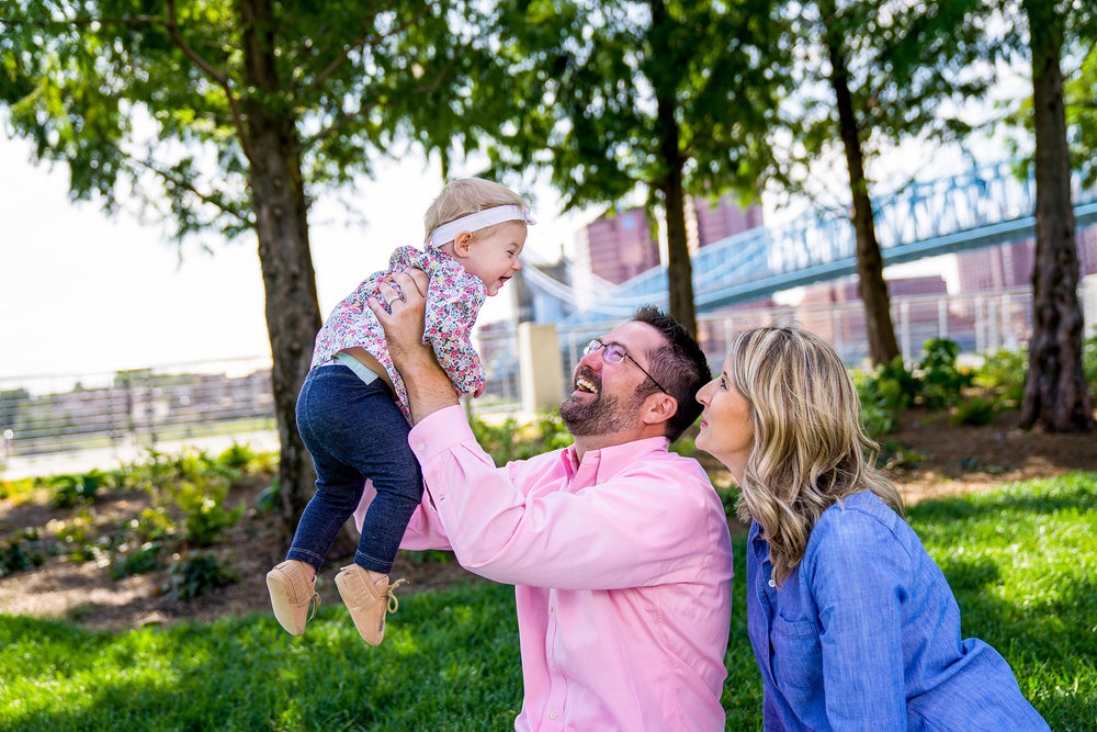 Cincinnati Family Photographer Smale Park.jpg