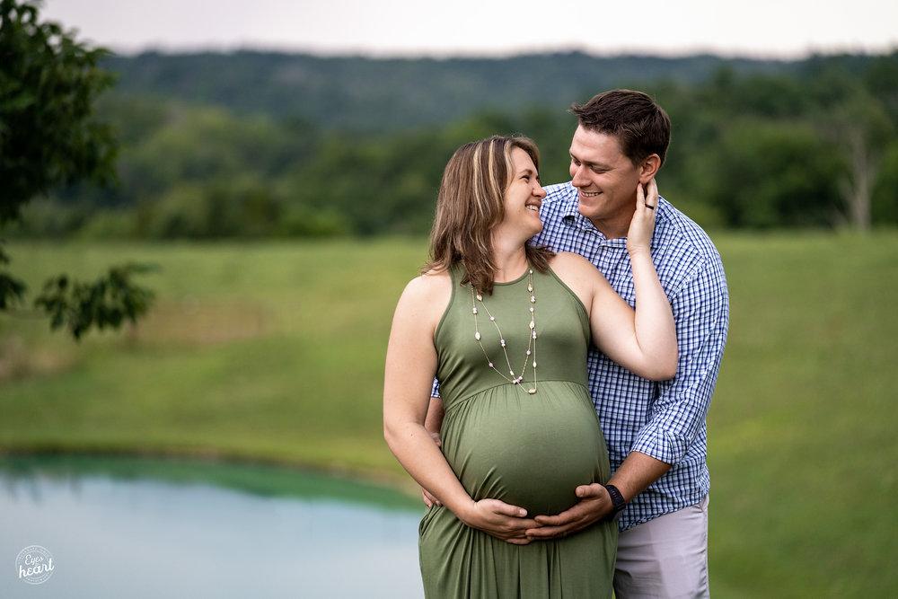 Cincinnati-Maternity-Photographers-10.jpg