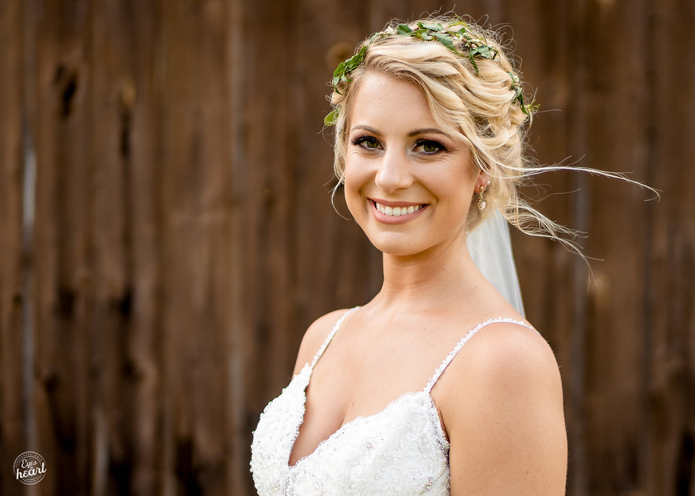 Cincinnati-Wedding-Photographers-Hughes-Center-Barn-29.jpg