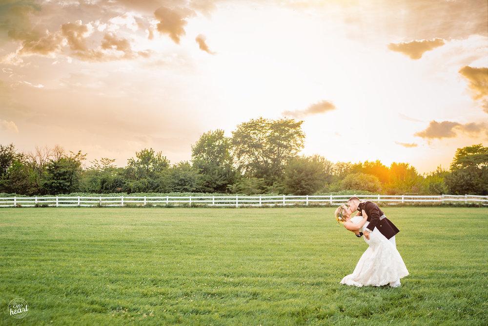 Cincinnati-Wedding-Photographers-Hughes-Center-Barn-22.jpg