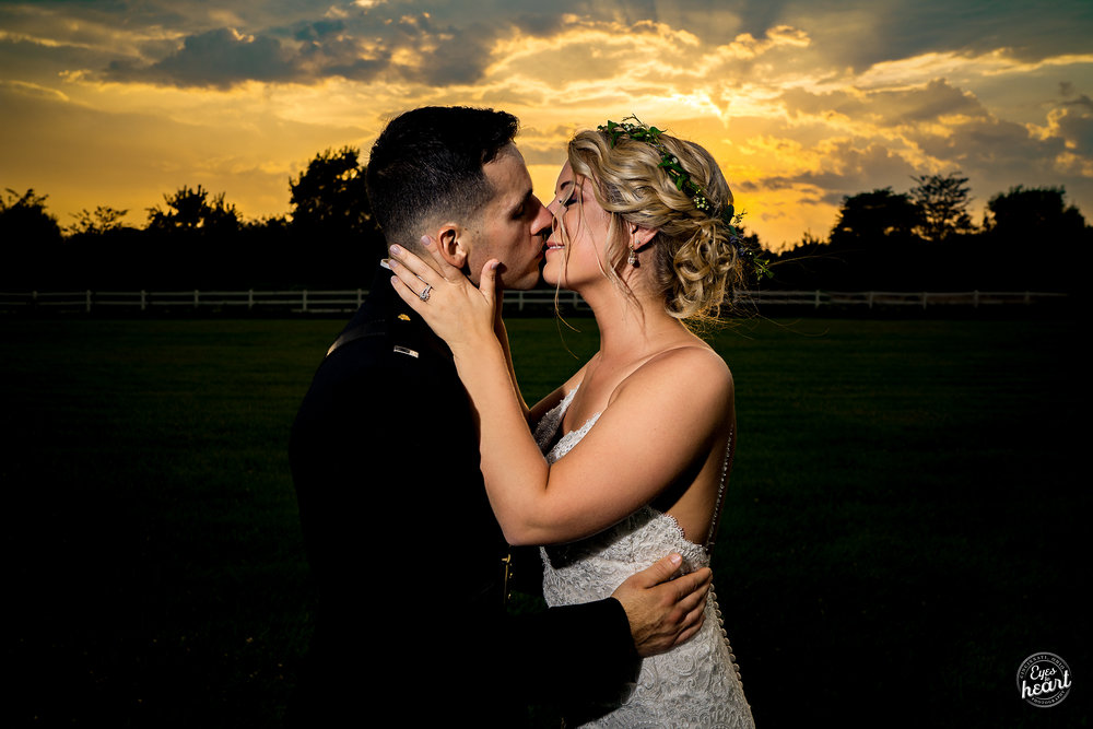 Cincinnati-Wedding-Photographers-Hughes-Center-Barn-19.jpg