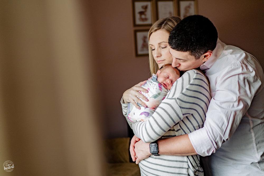 Cincinnati-Lifestyle-In-Home-Newborn-Photography-5.jpg