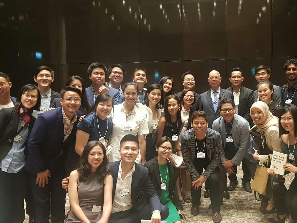 Global Shapers meet with Professor Klaus Schwab at WEF ASEAN