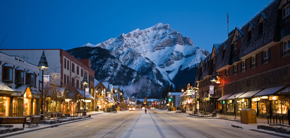 image_1_icon_winter_banff_avenue_night_zizka_b11_1h