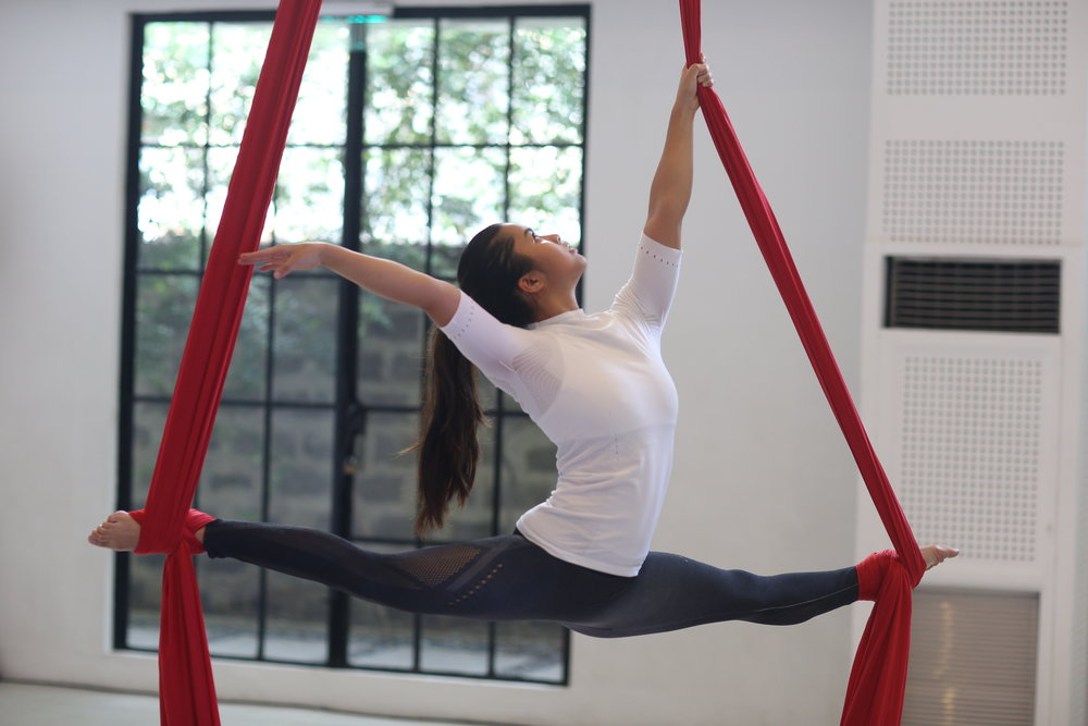 Splits on silks wearing adidas Warp Knit