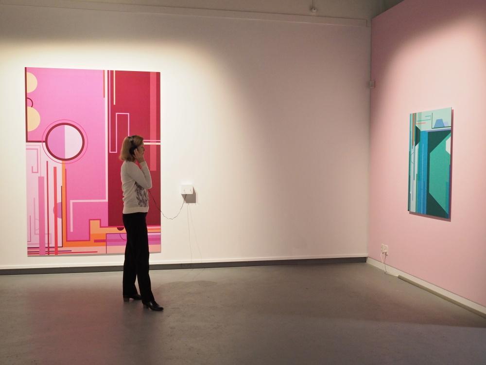A guest listens to Shannon Novak's portrait of Jonathan Mane-Wheoki