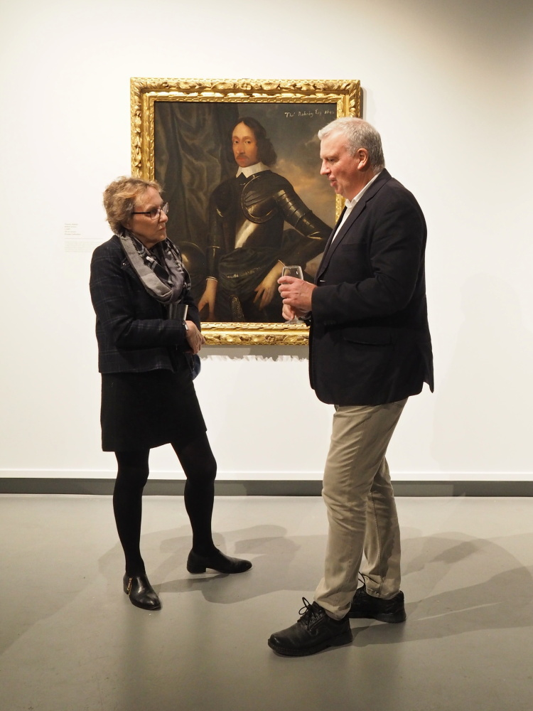 Two guests with the portrait of Thomas Rokeby