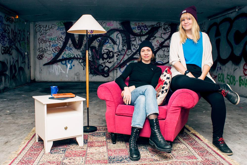 Taidemuotokuva -installaatioita toteuttavat ja suunnittelevat All Walls -kollektiivin jäsenet Emilia Erfving ja Tuuli Rouhiainen.