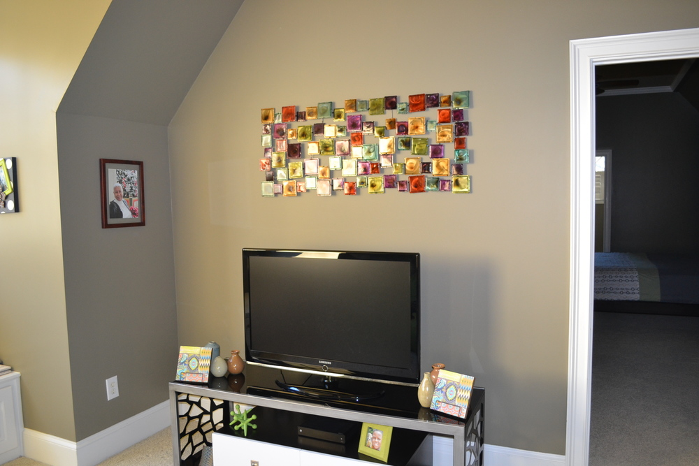 Metal accessories and family casual family pictures complete the space.